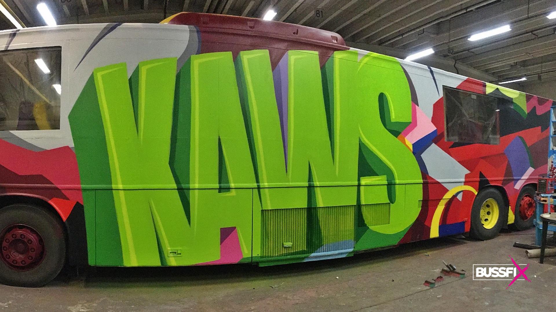 Graffiti kjøpe russebuss kaws 2019