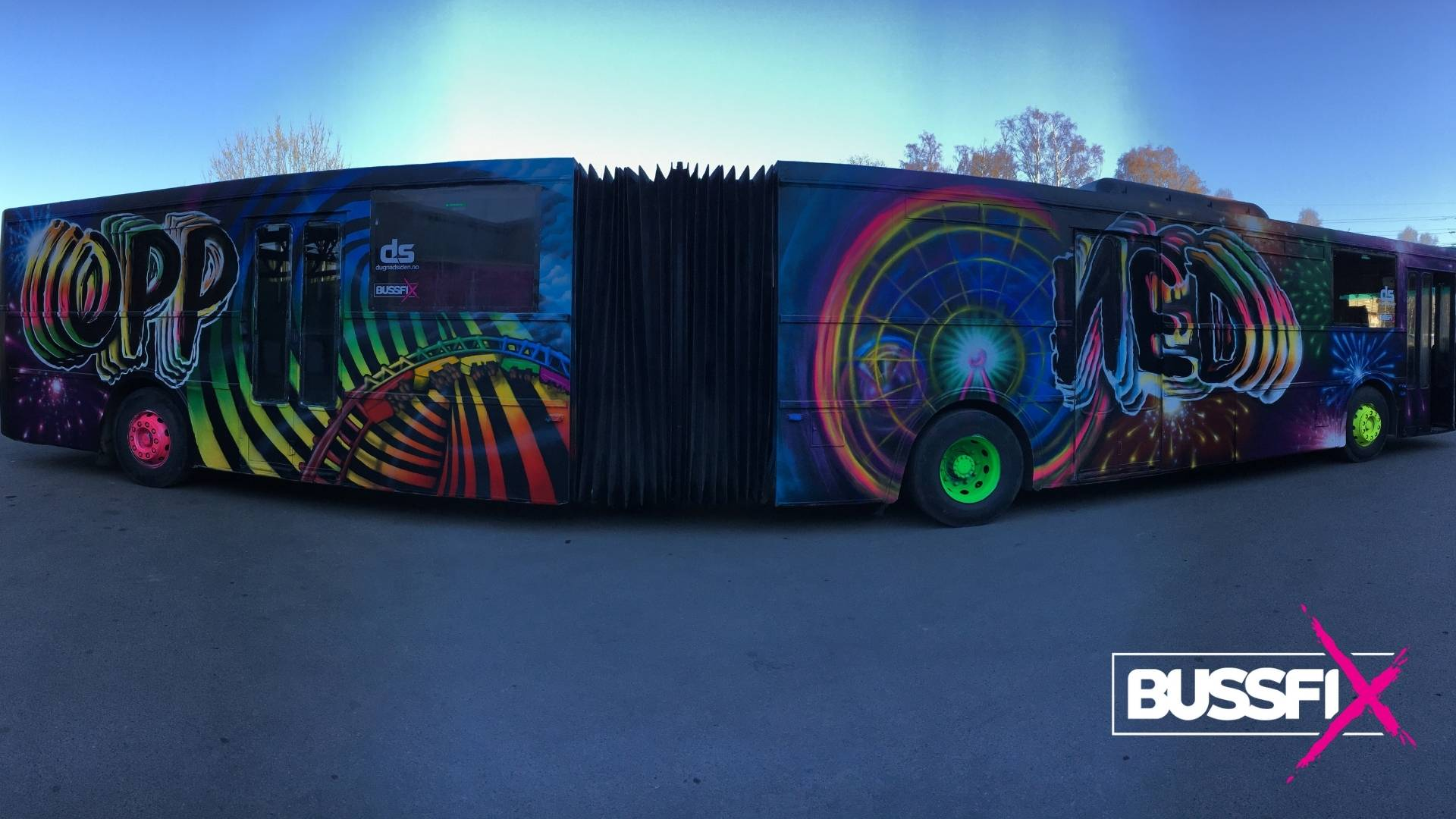 Graffiti leddbuss Opp Ned 2019